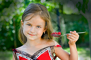 Girl Eating Raspberry Royalty Free Stock Images - Image: 10013249