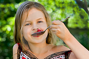 Girl Eating Raspberry Royalty Free Stock Images - Image: 10013269