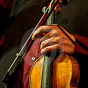 Artist Waiting For Playing On The Violin Stock Image - Image: 10112901
