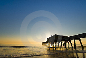 Bunter Fischenpiersonnenaufgang Stockfoto - Bild: 10121680