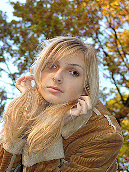 The Blondie And The Autumn Royalty Free Stock Photography - Image: 10182447