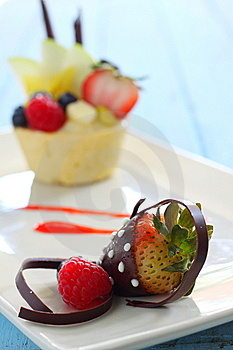 Chocolate Coating Strawberry Royalty Free Stock Photo - Image: 10274595