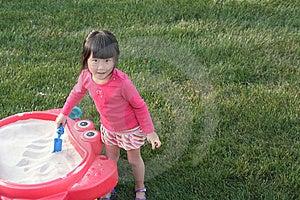 Kind Het Spelen In Zandbak Stock Afbeelding - Afbeelding: 10360801