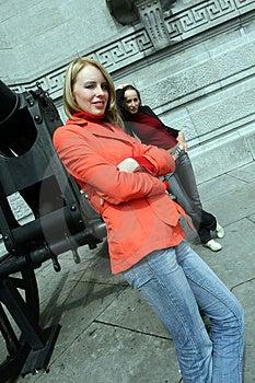 Duas Meninas Na Cidade Imagens de Stock - Imagem: 1091824