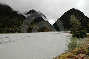 El río de Franz Joseph en la inundación Imagen de archivo