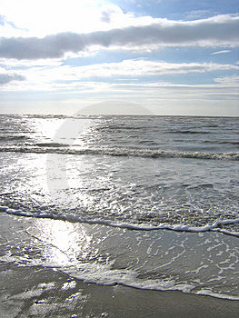 Laping Waves Royalty Free Stock Images - Image: 1100609