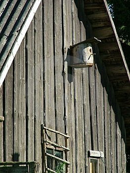 Old Cottage Bird-house Free Stock Images