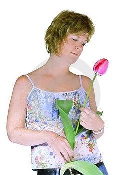 Giovane donna isolata con un tulipano.
