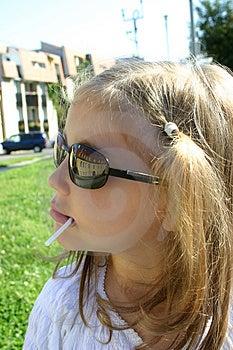 Fille Avec L'ombre Photographie stock libre de droits - Image: 1283637