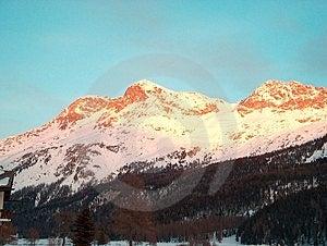 Sun-upplyst berg Arkivbilder