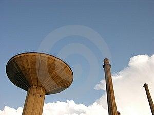 Torres y un cielo azul Fotografía de archivo libre de regalías