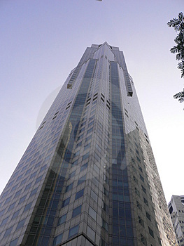 Tall Skyscraper reaching to the heavens Royalty Free Stock Photos