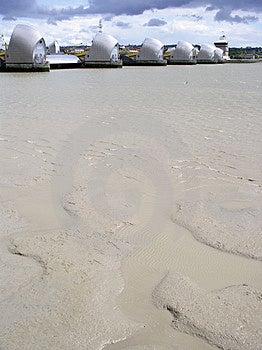 Mudflats en de Barrière van Theems Stock Foto