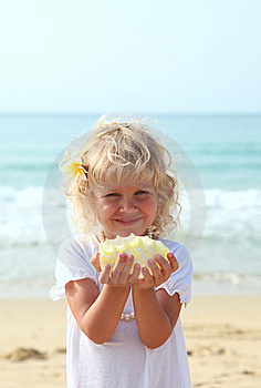 Beauti Girl With A Seashell Royalty Free Stock Images - Image: 13588819