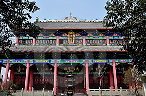 Pengzhou, China: Templo Budista Pasillo Fotografía de archivo - Imagen: 13597752