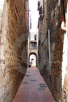Narrow Street Royalty Free Stock Image - Image: 13618016