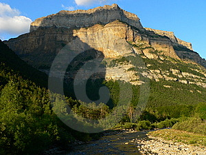 Monte Tobacor, Ordesa ( Spain ) Stock Images - Image: 13672794