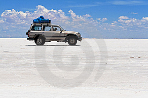 Jeep On Salt Flats Of Uyuni, Bolivia Stock Image - Image: 13685191