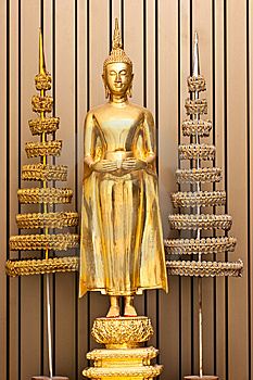 Golden Budha Hold-an Alms Bowl With Colonation Royalty Free Stock Images - Image: 13747849