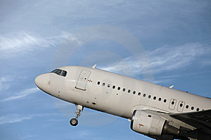 Airliner Taking Off Royalty Free Stock Photos - Image: 13820928