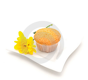 Vanilla Cake  And A Yellow Camomile Royalty Free Stock Image - Image: 13838786