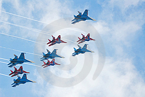 SU-27 And MIG-29 Fighters Performing Aerobatics Stock Photography - Image: 13844502