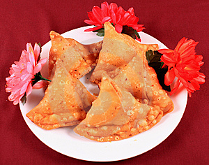 Samosas In Plate Royalty Free Stock Photography - Image: 13868647