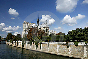 Scene  Of Notre Dame De Paris And The Seine Stock Image - Image: 13884141