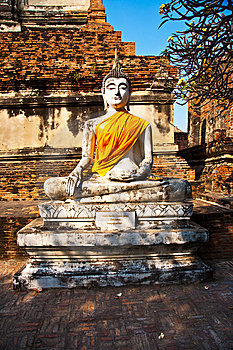 Buddha Statue At Temple Of Wat Mongkol Stock Image - Image: 13909141