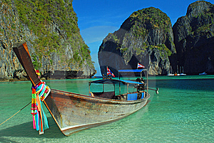 Longboat At Maya Bay Royalty Free Stock Photo - Image: 13915765