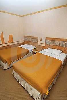Twin Beds In Modern Hotel Room Royalty Free Stock Images - Image: 13921359