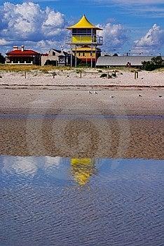 Surf Lifesaving Tower Royalty Free Stock Image - Image: 13993276