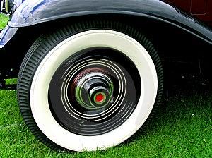 Neumáticos blancos de lujo de la pared Fotos de archivo libres de regalías