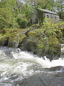 Mill by river Royalty Free Stock Photos
