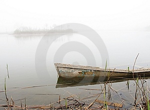 Sunken Boat Royalty Free Stock Photos - Image: 14021348