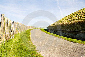 UNESCO - Newgrange Ireland Stock Photo - Image: 14025590