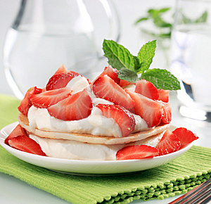 Pancakes With Curd Cheese And Strawberries Royalty Free Stock Images - Image: 14111899