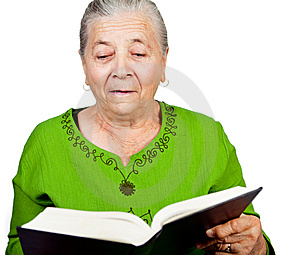 Überraschtes älteres Frauenleseüberraschungsbuch Stockbild - Bild: 14115321