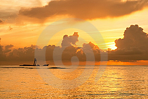 Bright Sunrise In Early Morning With Ocean Stock Photography - Image: 14159142