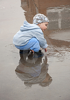 Child In A Puddle Royalty Free Stock Images - Image: 14184979