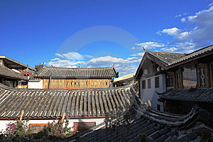 Old Town Of Lijiang And The Blue Sky Stock Photography - Image: 14216452