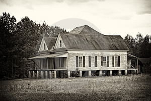 Rustic Old Farm House Stock Photo - Image: 14222230