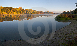 Fog Morning On The Lake Royalty Free Stock Image - Image: 14248136