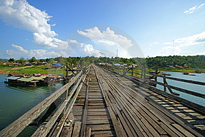 Saphan Mon Wooden Bridge Stock Images - Image: 14315124