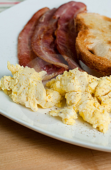 Bacon, Scrumbled Eggs And Toast Royalty Free Stock Photography - Image: 14323107