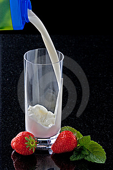 Pouring Milk Royalty Free Stock Photos - Image: 14437258