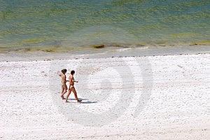 Ragazze Sulla Spiaggia Fotografia Stock - Immagine: 1452102