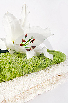 Towels And Lily Flower Stock Image - Image: 14573131