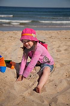Kids Playing At The Beach Stock Photography - Image: 14627252