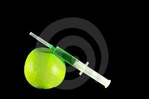 Syringe And Apple Royalty Free Stock Photography - Image: 14786737